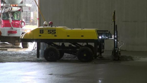 Concrete Floor: Watch The SCREEDSAVER™ BOSS Perform Tight Screeding And Maneuvering