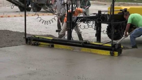 Concrete Paving: SCREEDSAVER™ MAX With Topcon 3D MmGPS