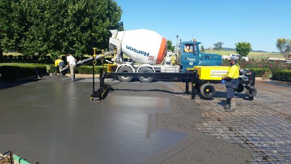 Concrete Paving SCREEDSAVER II At Work With Lindec Romania